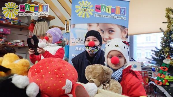 Bohócdoktorok: ötszáz kisgyermek kapott karácsonyra játékcsomagot