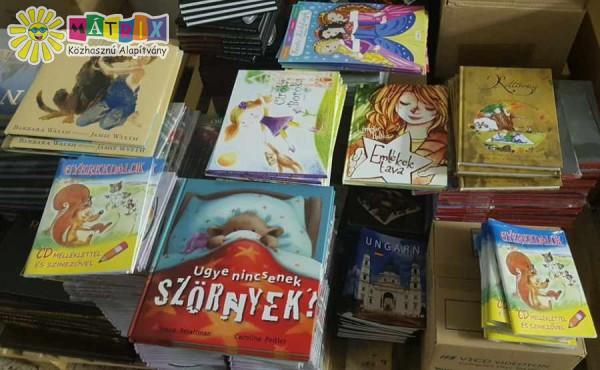 Könyv adomány, bohócdoktorok