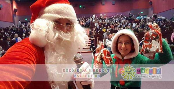 Bohócdoktor jótékonysági Mikulás gyermekek ezreinek csal mosolyt az arcára