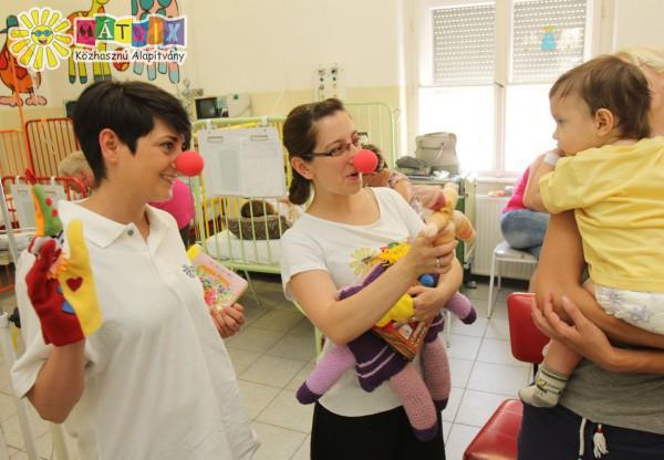Bohócdoktorokkal néhány pillanat mosoly a kórházban