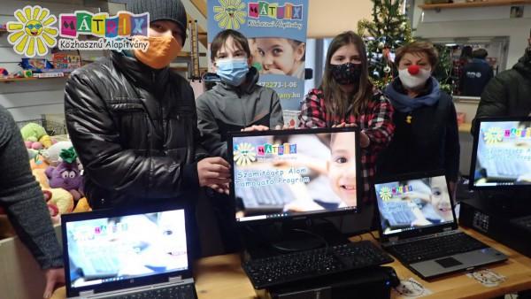 Számítógép adomány - bohócdoktorokkal